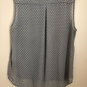 H&M Tops - H&M's Sleeveless blouse no missing buttons no hole